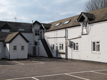 CENTRALLY LOCATED OFFICES TO LET IN COURTYARD SCHEME